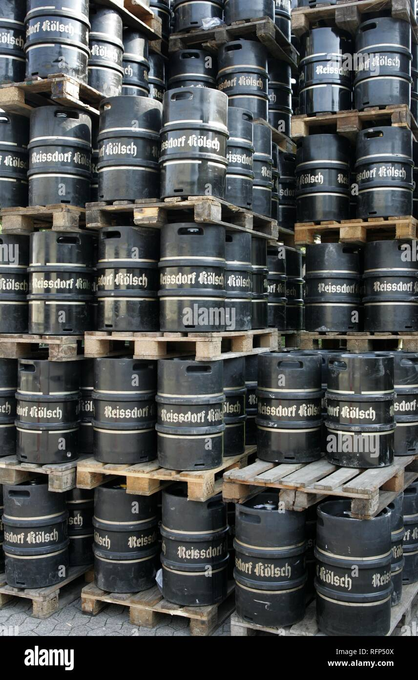 Beer barrels, Reissdorf Koelsch, drinks cash-and-carry, Cologne, Germany - Stock Image