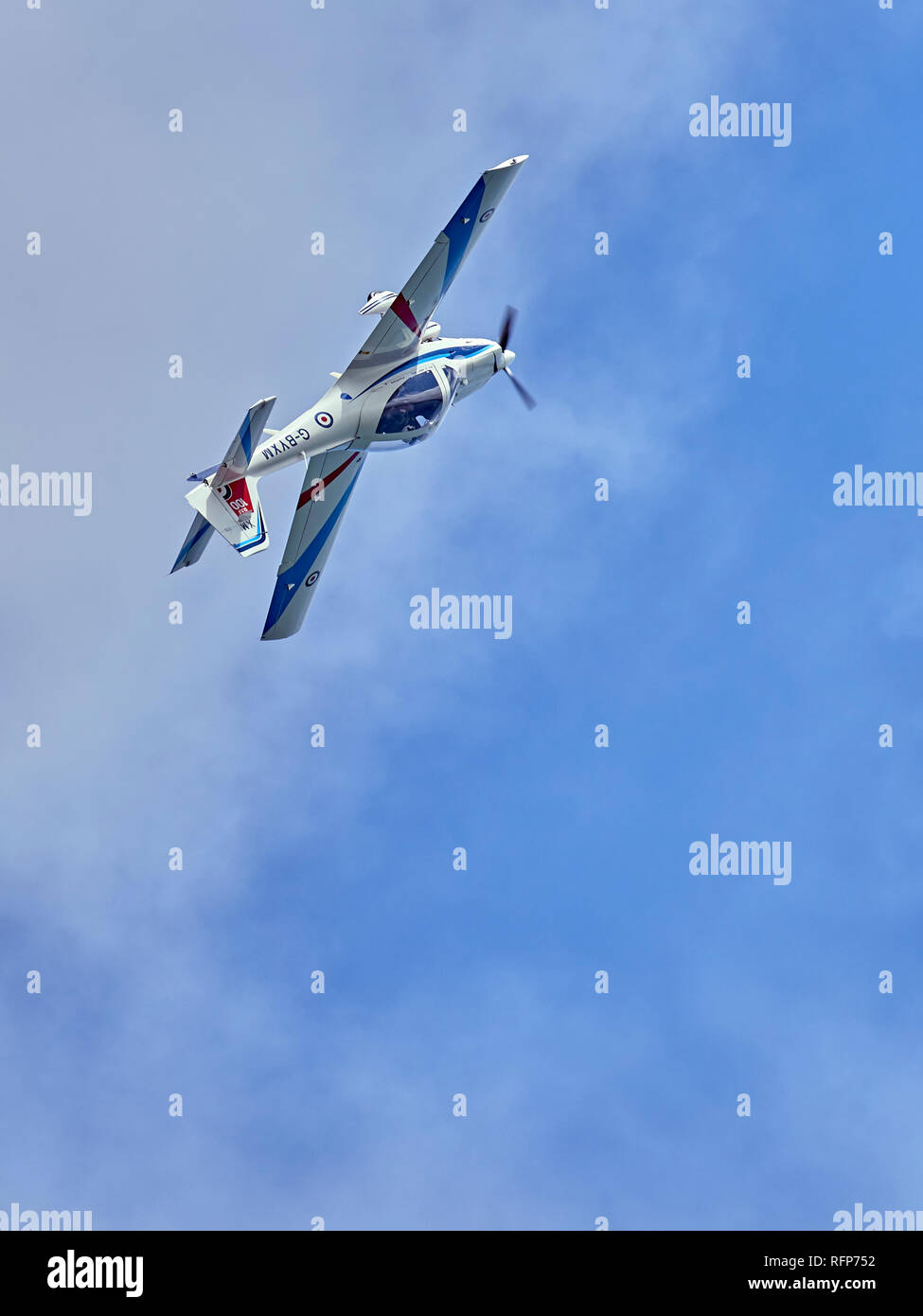 A Grob 115E Tutor T1 flies inverted whilst performing at an air show - Stock Image