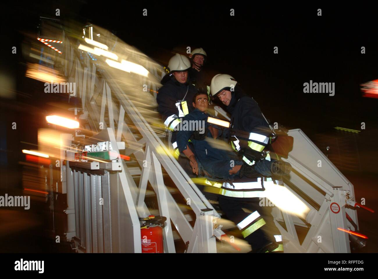 DEU, Federal Republic of Germany, Duesseldorf: Evacuation exercise of the airport fire service. People were rescued from the - Stock Image