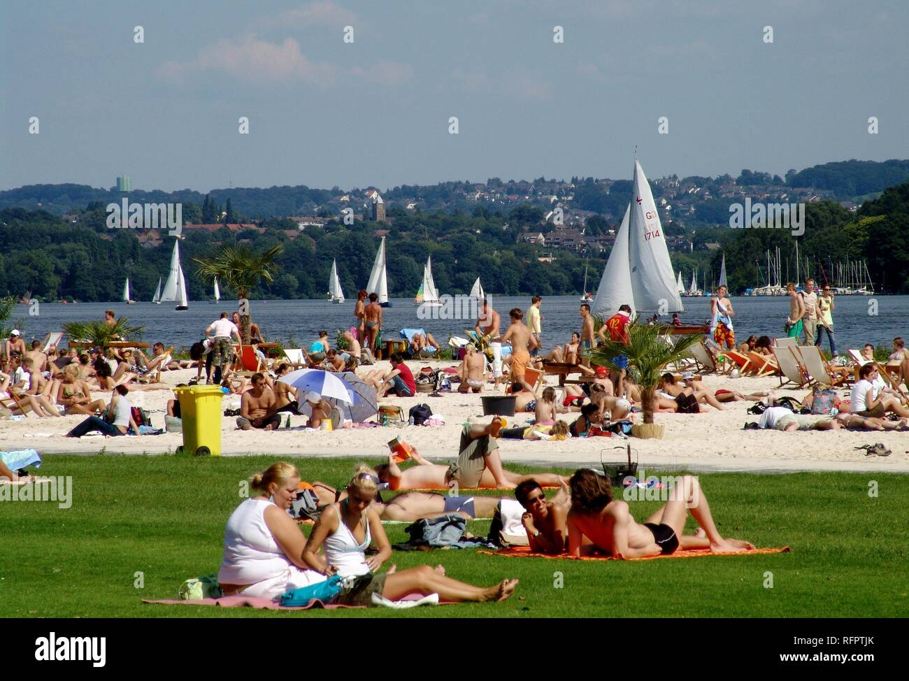 DEU, Germany, Essen : Baldeneysee lake, river Ruhr. Artificial sand beach for chilling and fun at the Ruhr shore. Seaside Beach - Stock Image