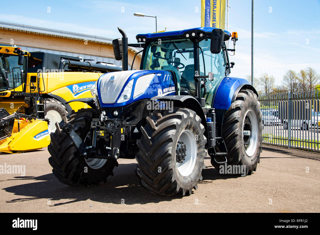New Holland T7 Tractor Stock Photos & New Holland T7 Tractor
