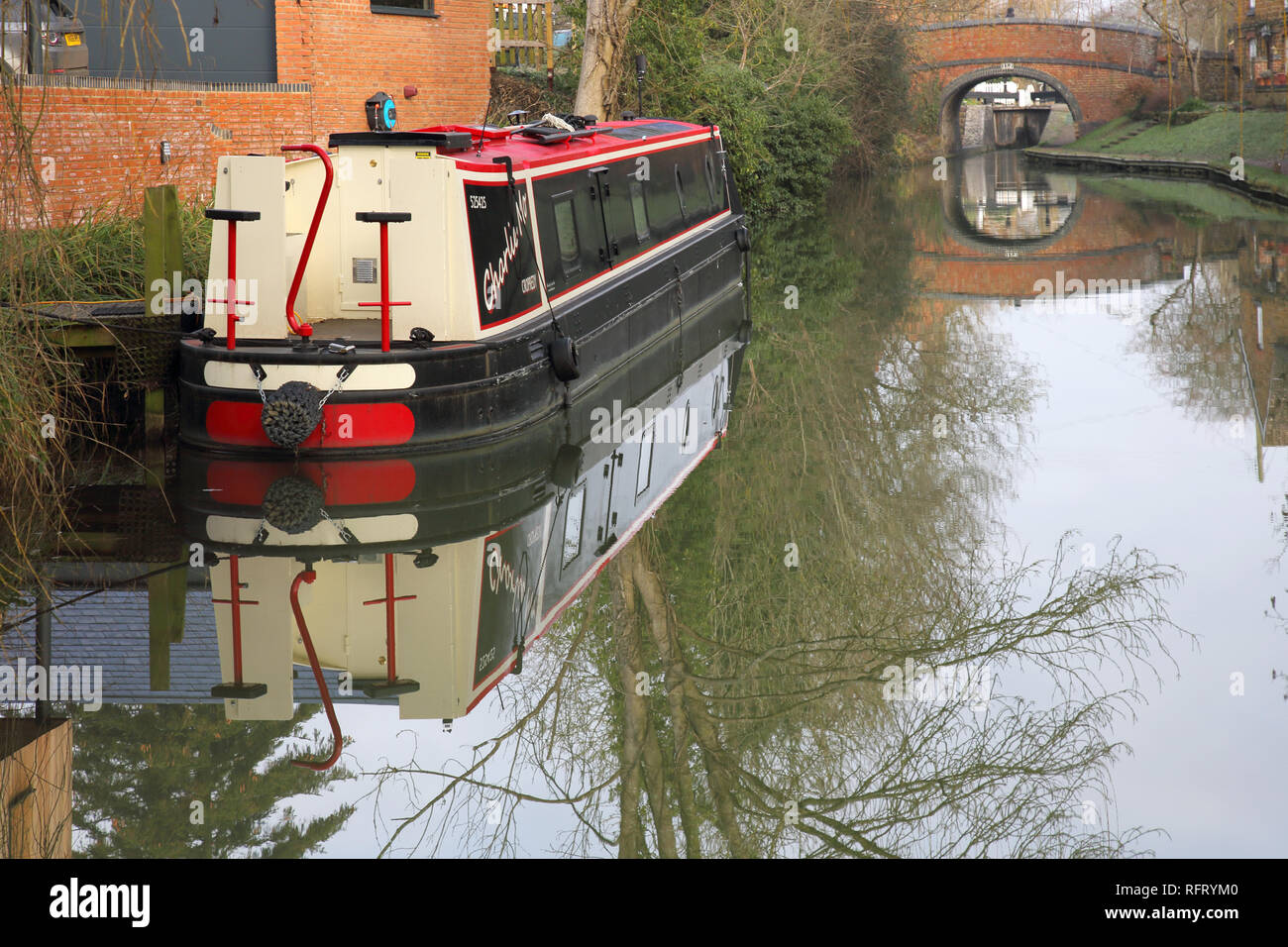 narrow boat moored on the oxford canal at cropredy in oxfordshire - Stock Image