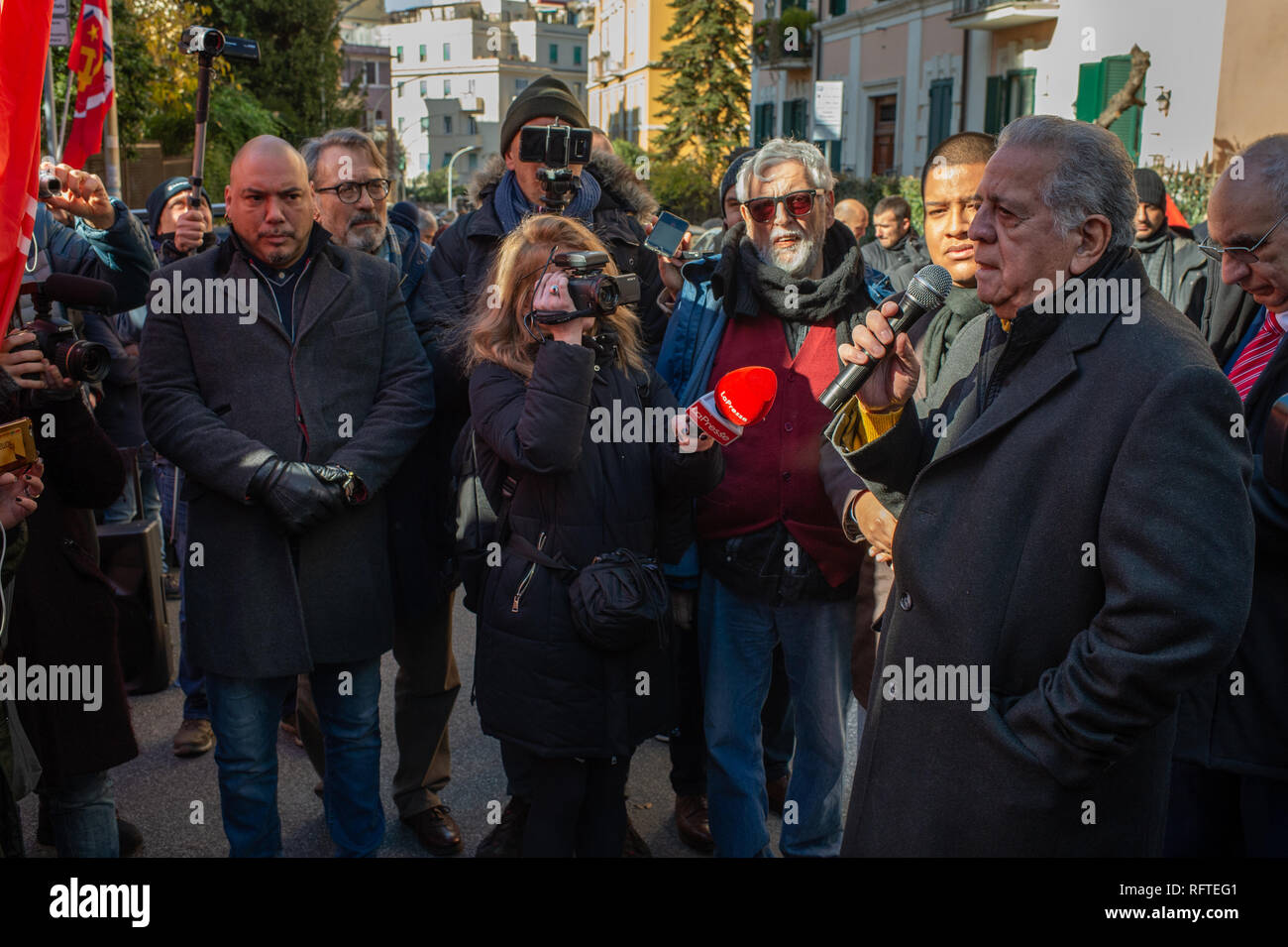 Rome, Italy. 26th January, 2019. In front of the Embassy of the Bolivarian Republic of Venezuela, in Rome, the Venezuelan Ambassador Juliàn Isaìas Rodríguez Díaz meets demonstrators from left-wing Italian parties who have come to show solidarity with the government of President Nicolás Maduro Credit: Roberto Nistri/Alamy Live News - Stock Image