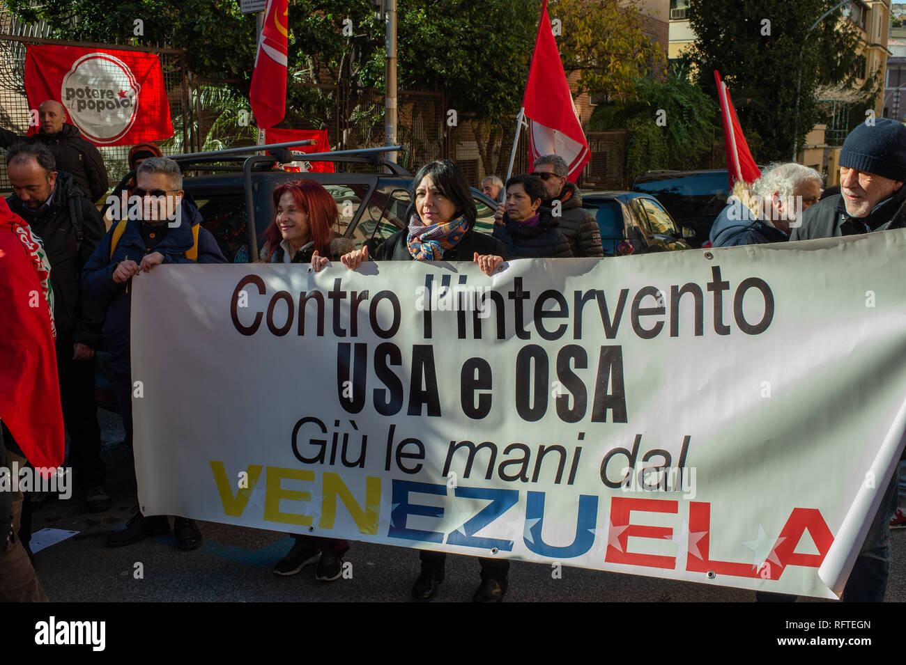 Rome, Italy. 26th January, 2019. In front of the Embassy of the Bolivarian Republic of Venezuela, in Rome, Italy demonstrators of left-wing Italian parties show solidarity with the government of President of Venezuela Nicolás Maduro Credit: Roberto Nistri/Alamy Live News - Stock Image