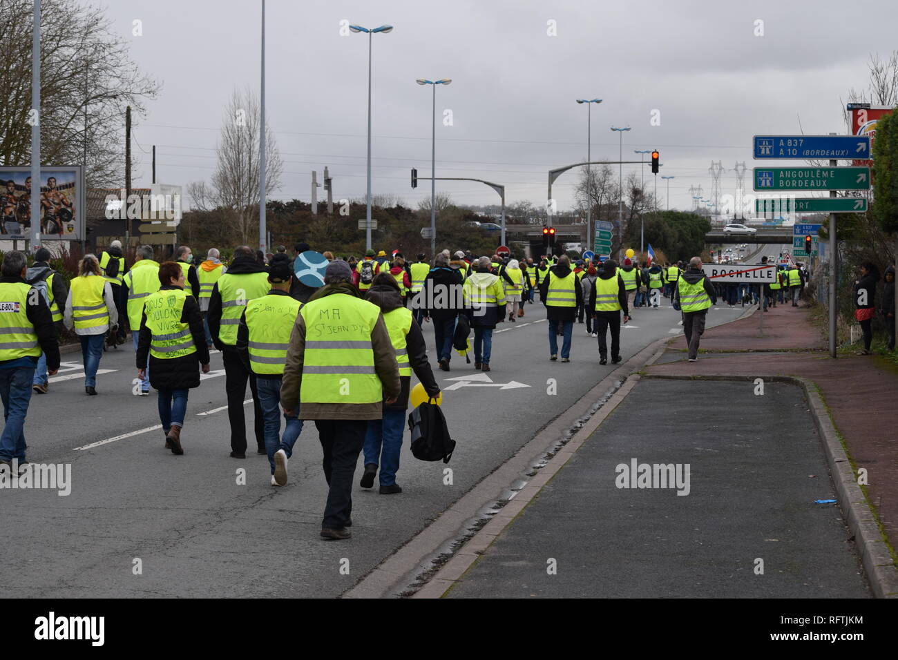 Vivre A La Rochelle yellowvest stock photos & yellowvest stock images - alamy