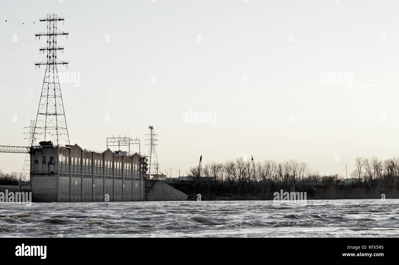 Ohio Falls dam and power plant. - Stock Image