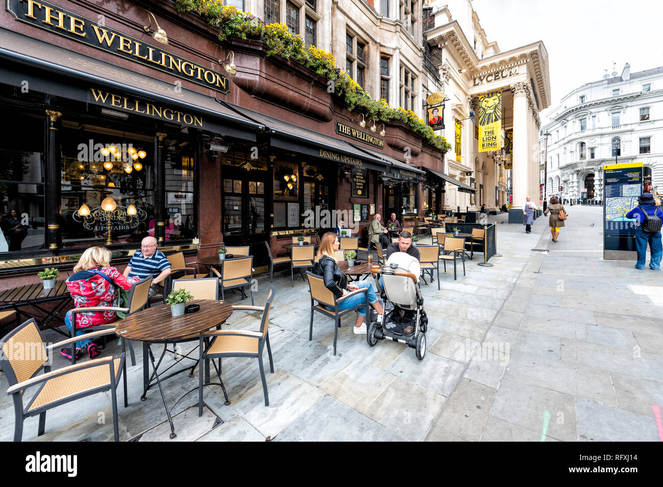 Covent Garden Strand Stock Photos   Covent Garden Strand Stock ... 2932541fa