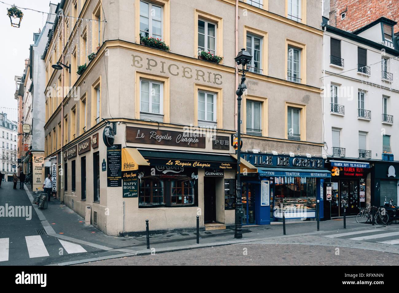 Rue Mouffetard, in the Latin Quarter (5th arrondissement), Paris, France - Stock Image