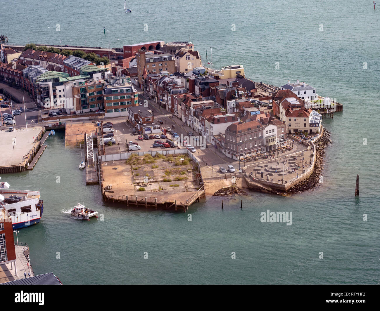Cities of the world - Alphabetic  - Page 46 Aerial-view-of-spice-island-old-portsmouth-portsmouth-hampshire-england-uk-RFYHF2