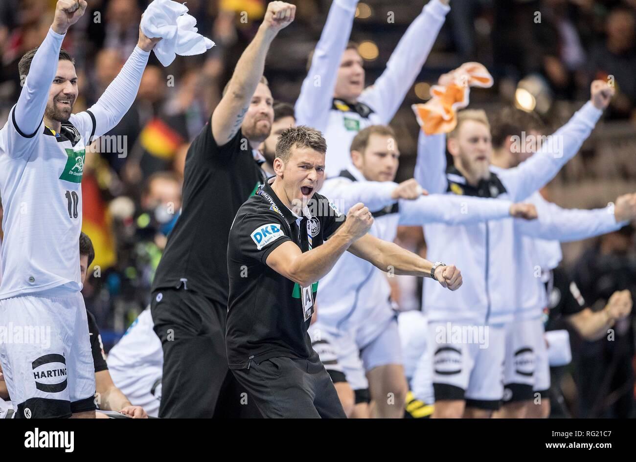 Hamburg, Deutschland. 25th Jan, 2019. jubilation Team GER with coach Christian PROKOP (GER), semi-final Germany (GER) - Norway (NOR), on 25.01.2019 in Hamburg/Germany. Handball World Cup 2019, from 10.01. - 27.01.2019 in Germany/Denmark. | usage worldwide Credit: dpa/Alamy Live News Stock Photo