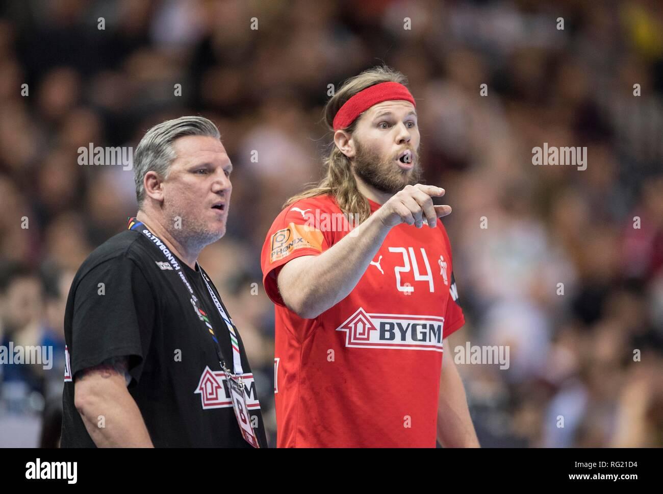 Hamburg, Deutschland. 25th Jan, 2019. coach Nikolaj JACOBSEN l. (DEN) with Mikkel HANSEN (DEN). Semifinals France (FRA) - Denmark (DEN), on 25/01/2019 in Hamburg/Germany. Handball World Cup 2019, from 10.01. - 27.01.2019 in Germany/Denmark.   usage worldwide Credit: dpa/Alamy Live News Stock Photo