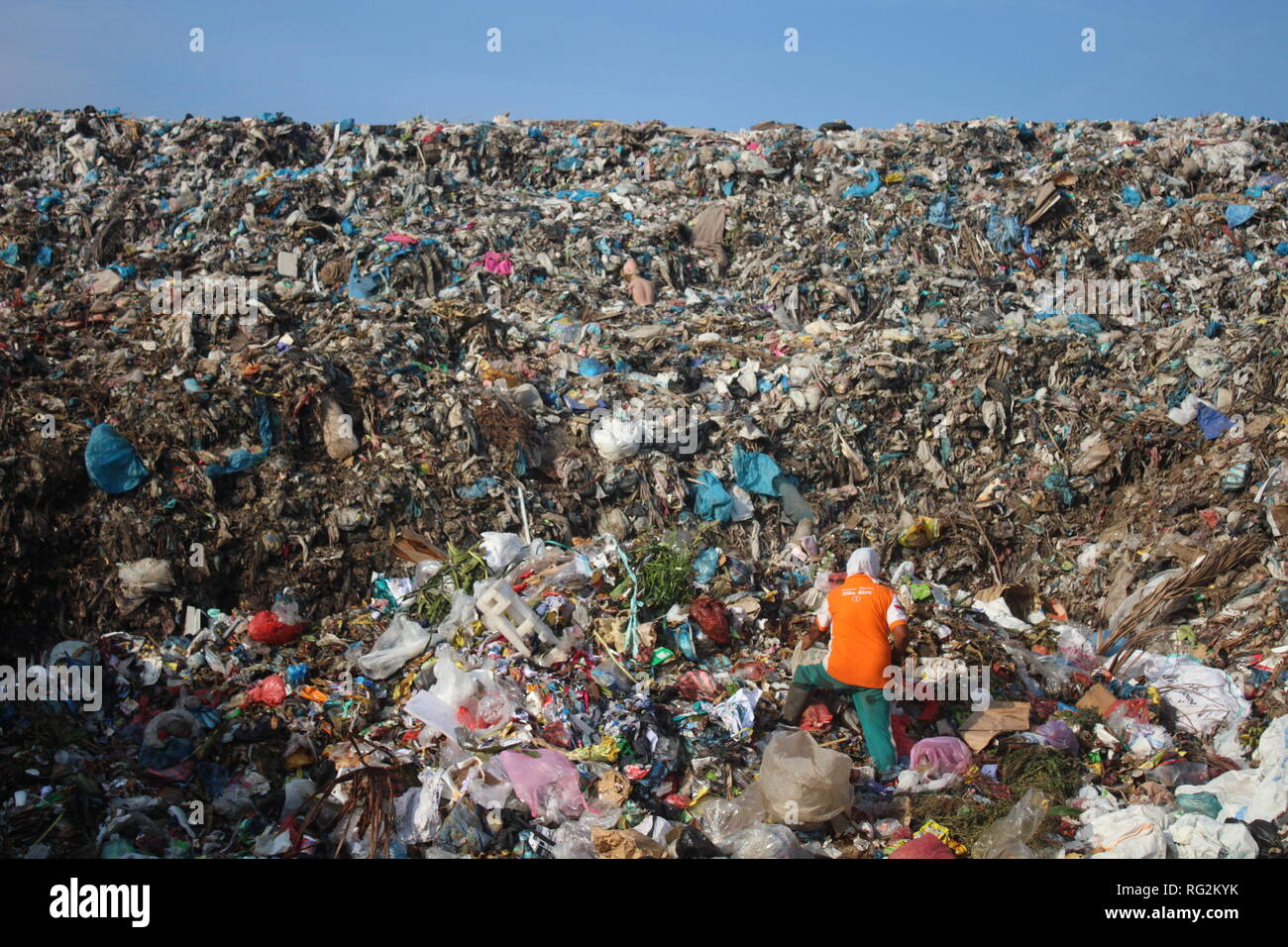 Banda Aceh Indonesia 26th Jan 2019 The State Of The Last Garbage Dump In Banda The Indonesian Minister Of Maritime Affairs And Fisheries Susi Pudjiastuti Said Indonesia Was The Second Largest Country