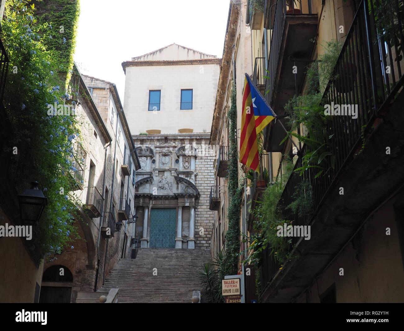 Catalan flag (Senyera) waving from a balcony in Girona - Catalonia - Spain - Stock Image