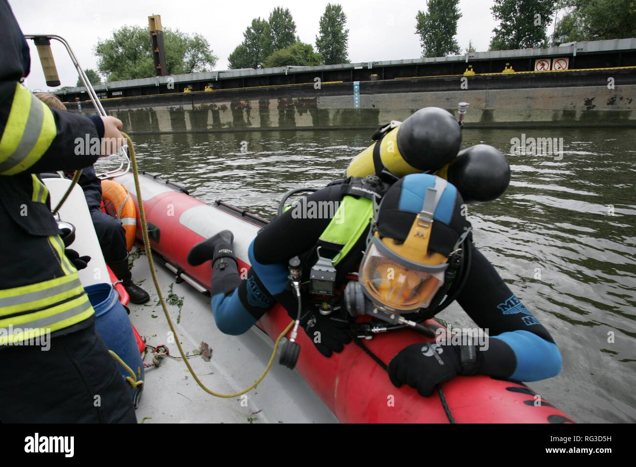 DEU, Federal Republic of Germany, Duisburg: Rescue diver of a fire brigade. - Stock Image