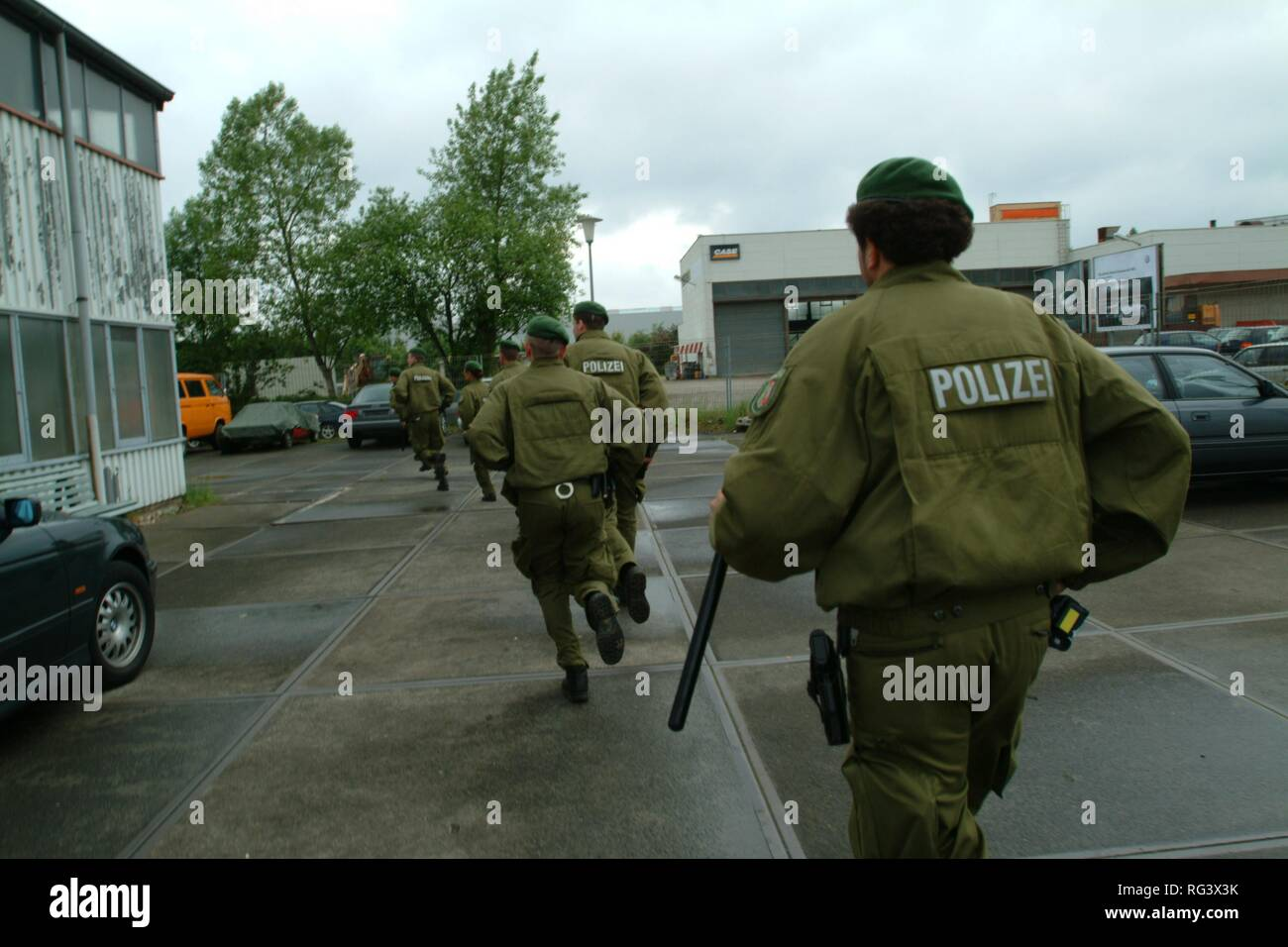 DEU, Germany : Police raid, anti riot units storming a building, early in the morning during the search of some criminals. - Stock Image