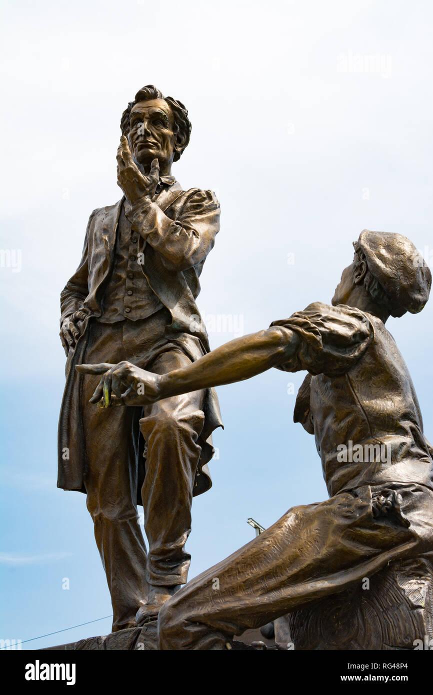 'Lincoln with Boy on Bridge' statue in Davenport, Iowa - Stock Image