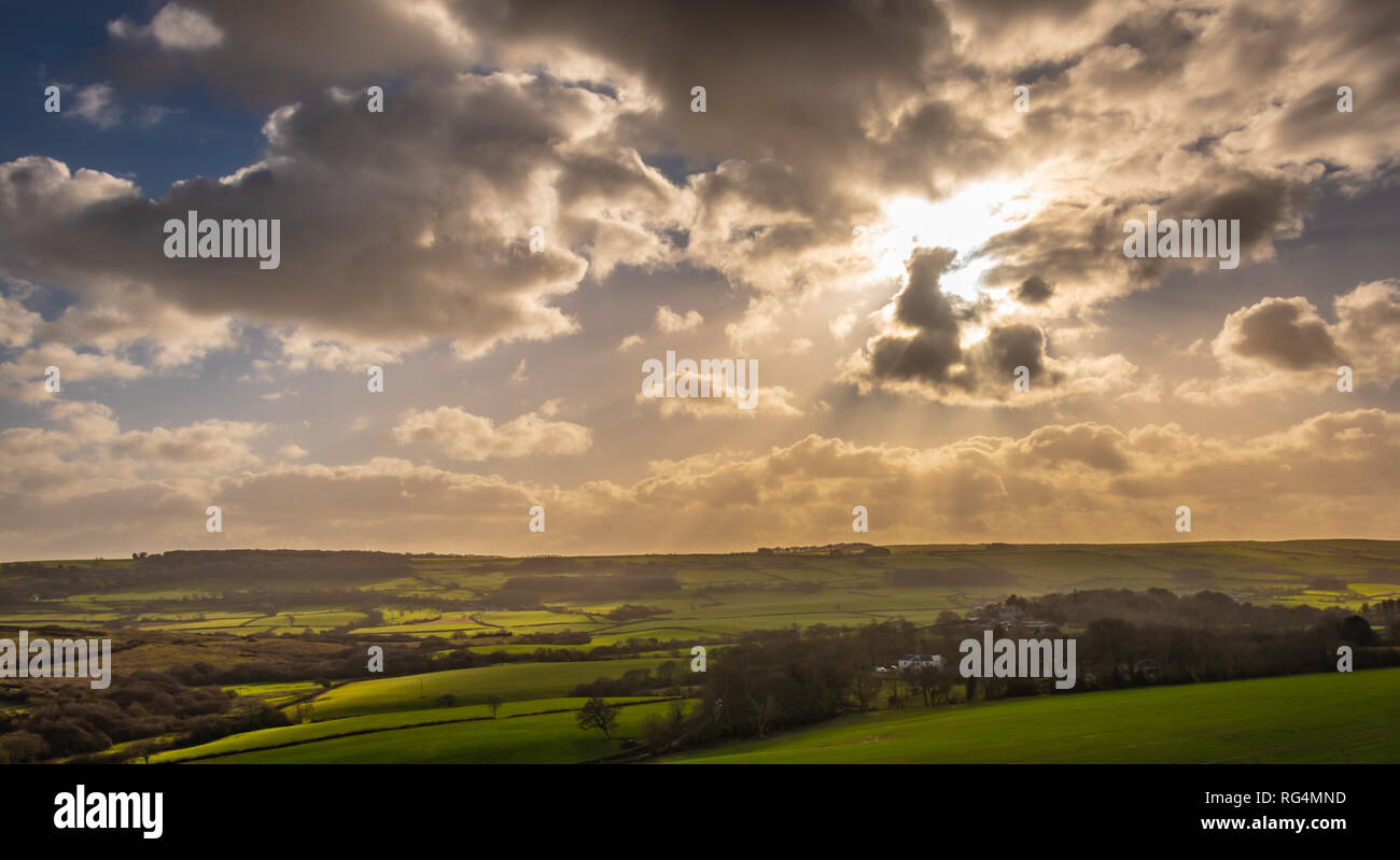 Wareham, Dorset. 27th January 2019. A dramatic sunset over the English countryside in rural Dorset. UK weather. Credit: Thomas Faull/Alamy Live News Stock Photo