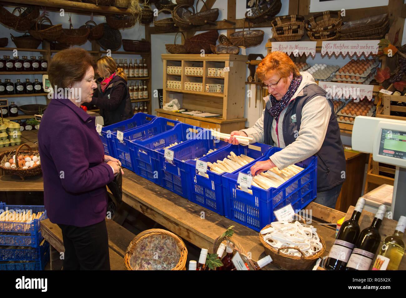 Asparagus sale in the farm shop, asparagus yard Schulte-Scherlebeck, Spargelverkauf im Hofladen, Spargelhof Schulte-Scherlebeck Stock Photo