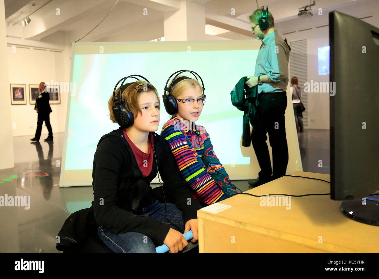 Family visits the exhibition, WissensNacht Ruhr, a project for the climate metropolis Ruhr 2022, here in Dortmunder U, Familie besucht die Ausstellung Stock Photo