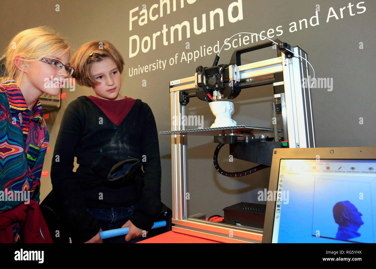 Family visits the exhibition, marvels at a 3D printer, Wissensnacht Ruhr, a project for the climate metropolis Ruhr 2022, here at Dortmunder U, Famili Stock Photo