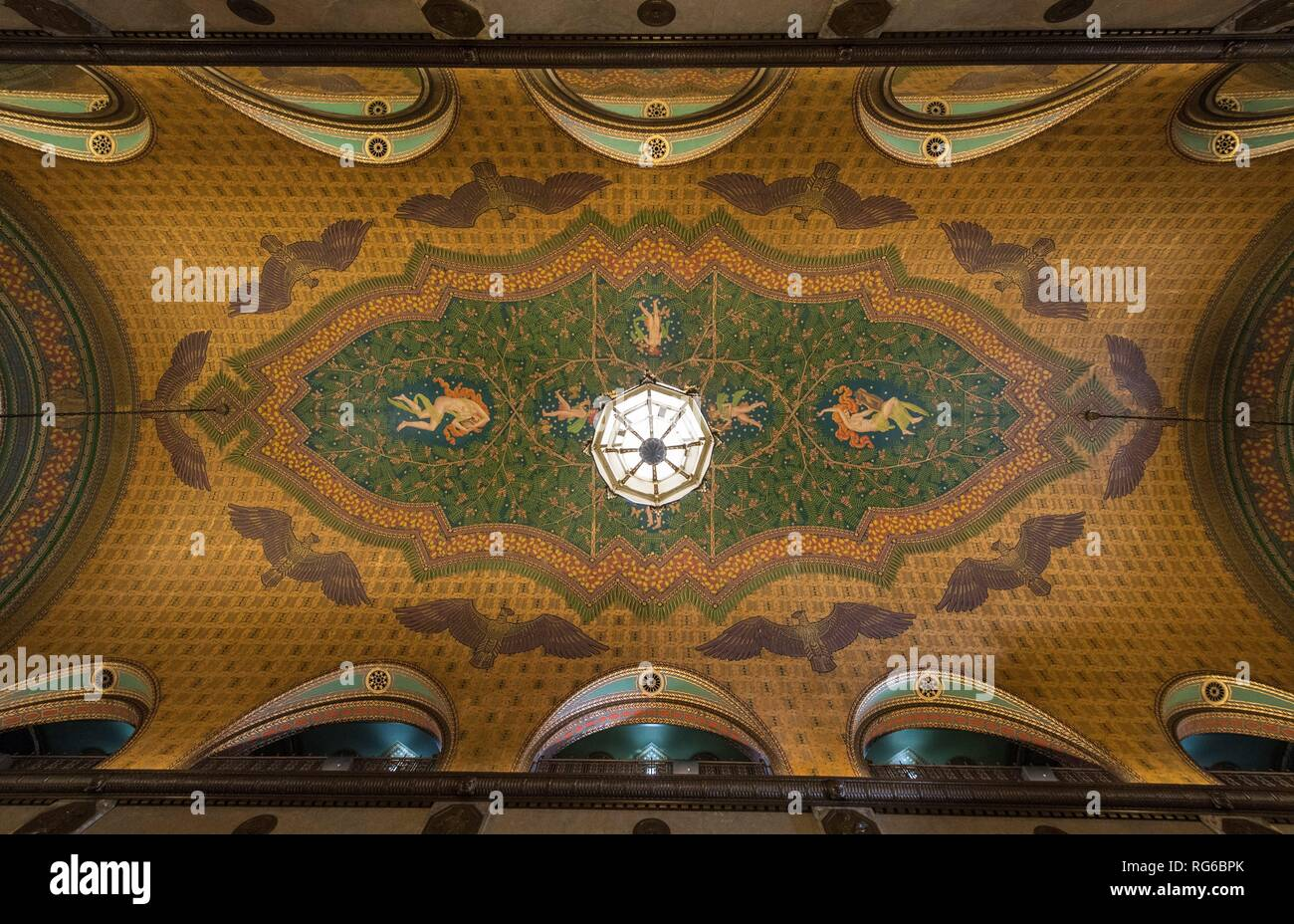 Gold-coloured ceiling paintings, stucco, marble and metre-high Tiffany lamps inside the Fisher Building on 13 January 2019 bear witness to the heyday of car production in Detroit. Fisher is considered the first manufacturer of closed passenger cars. | usage worldwide - Stock Image