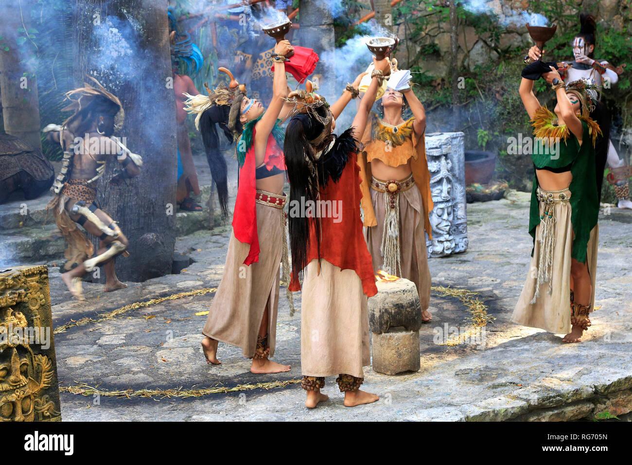 Pre-Hispanic Mayan amerindian people performance into the jungle in the ancient Mayan Village, Riviera Maya, Mexico - Stock Image