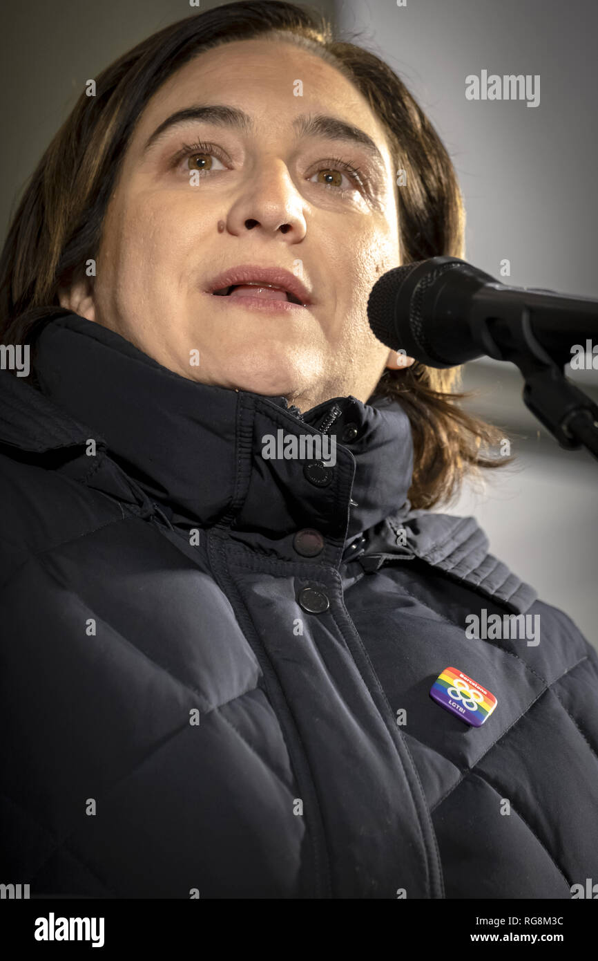 Barcelona, catalonia, Spain. 28th Jan, 2019. The mayor of Barcelona Ada Colau is seen making a speech during the rally.The LGTBI community, with the support of the mayor of Barcelona Ada Colau, have made an act of protest against the fascist attack against the new headquarters of the collective LGTBI. The first LGTBI center in Catalonia appeared with death threat texts and broken glass after the launching. Credit: Paco Freire/SOPA Images/ZUMA Wire/Alamy Live News - Stock Image