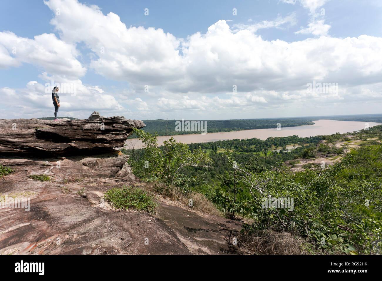 Thailand, Ubon Ratchathani Province, Pha Taem National Park, Woman looking to Mekong river, border to Laos - Stock Image