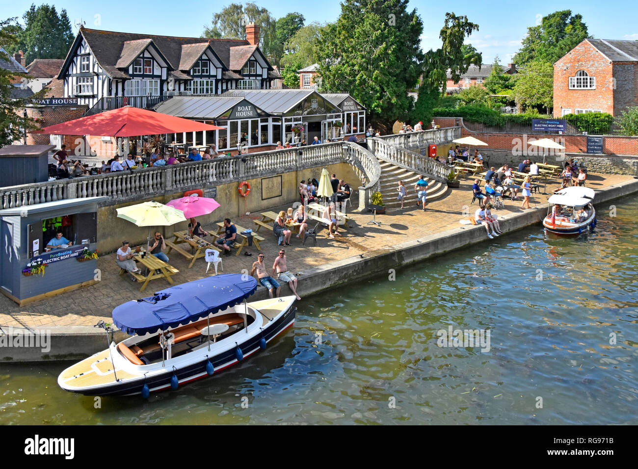 Looking down from above at electric boat hire & pub business diverse group of people hot summer day at River Thames Wallingford Oxfordshire England UK - Stock Image