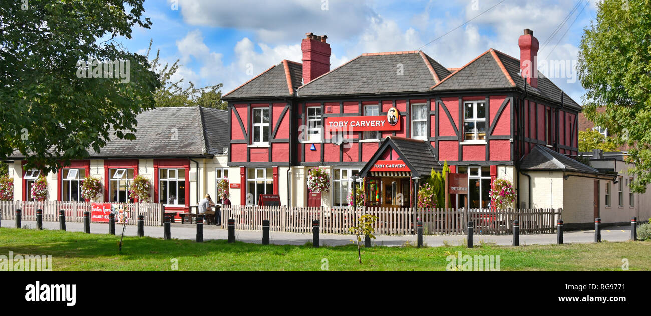Exterior The Artichoke one of Mitchells & Butlers restaurant business chains of Toby Carvery premises on Shenfield Common Brentwood Essex England UK - Stock Image