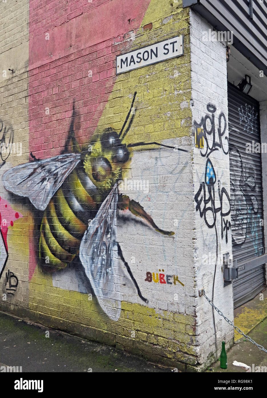 Manchester Bee on wall at Mason St, Northern Quarter, North West England, UK, M4 5JU - Stock Image