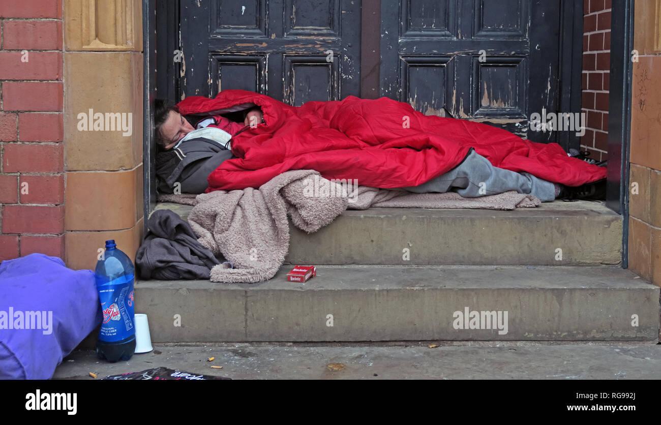 Rough Sleepers, Homeless People men women In Warrington Town Centre, Winmarleigh Street, Warrington, Cheshire, North West England, UK, WA1 1NB Stock Photo