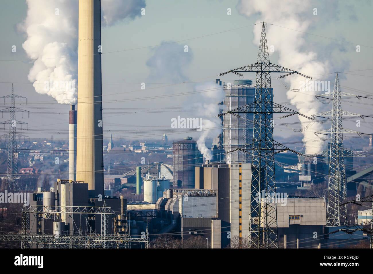Essen, Ruhr area, North Rhine-Westphalia, Germany - Industrial landscape in the Ruhr area, on the left the RWE waste incineration plant Essen Carnap,  - Stock Image