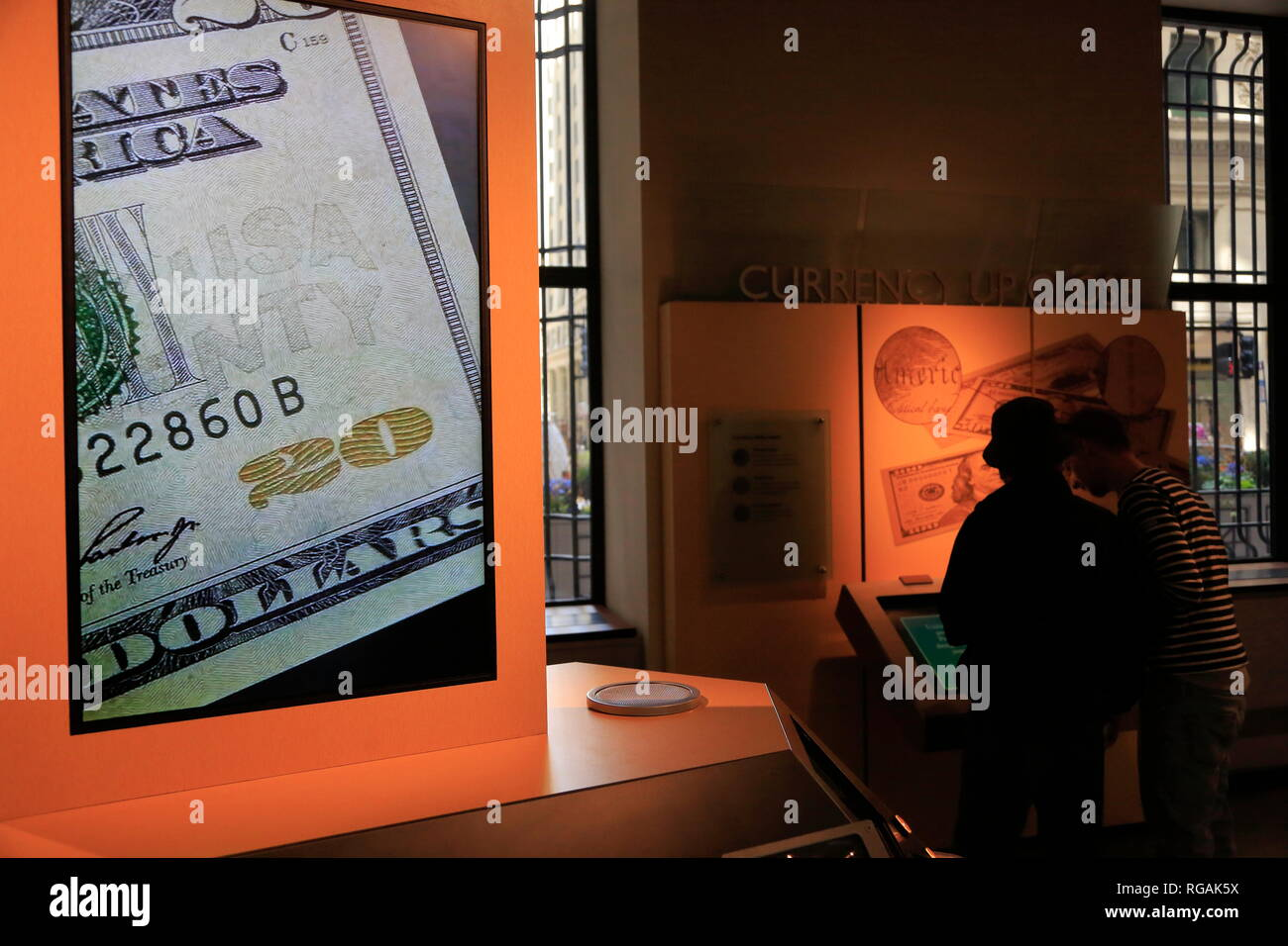 A screen showing detailed security features in US dollar