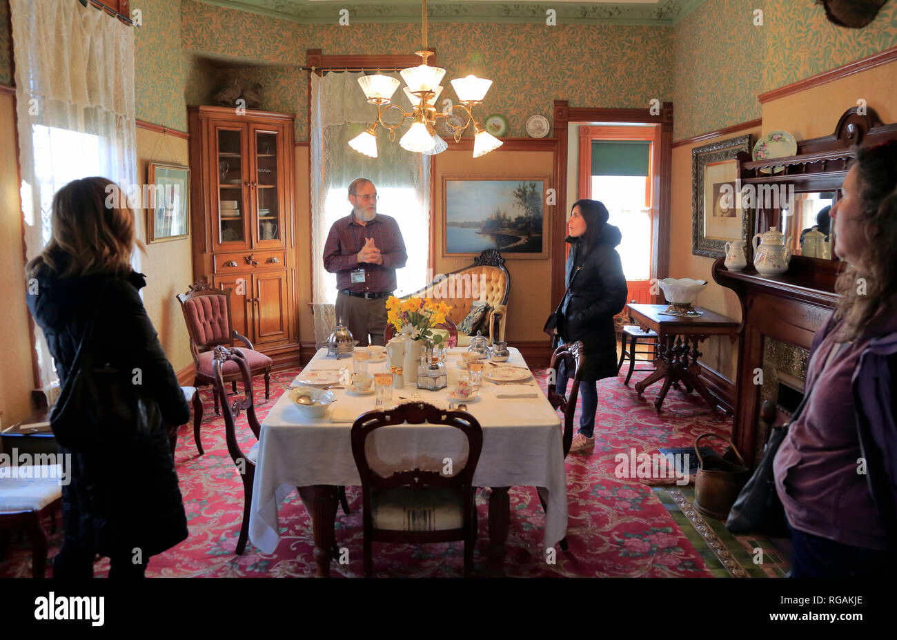 Visitors with guide in the living room of Ernest Hemingway's birthplace. 339 N. Oak Park Avenue.Oak Park. West of Chicago. Illinois. USA Stock Photo
