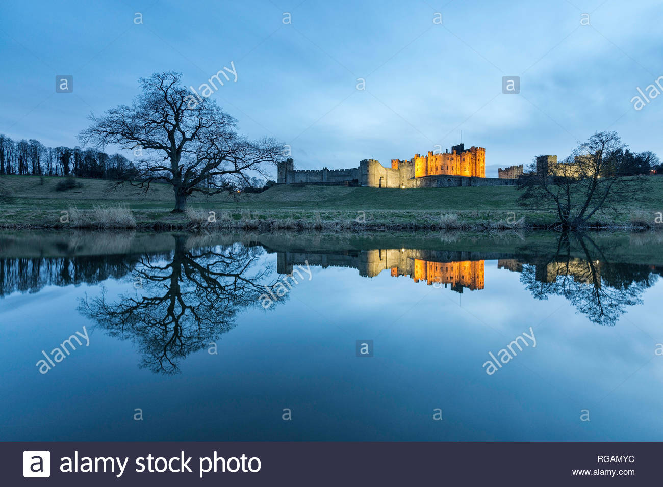Alnwick Castle and the River Aln, Northumberland, England - Stock Image