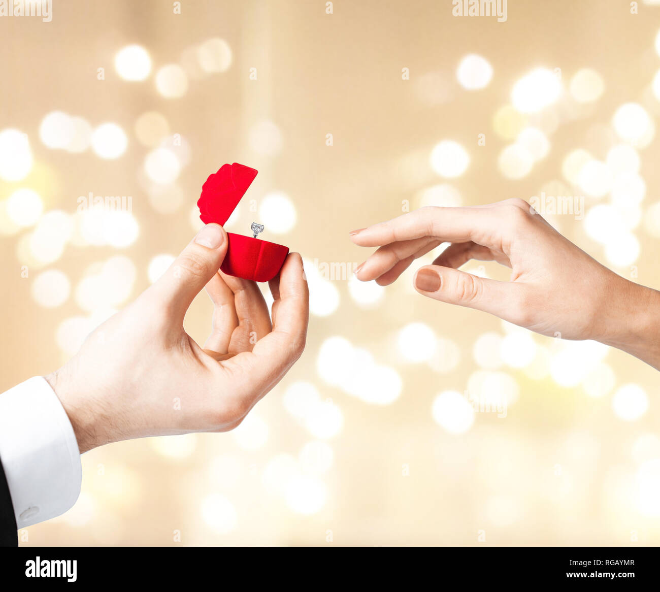 man giving diamond ring to woman on valentines day - Stock Image