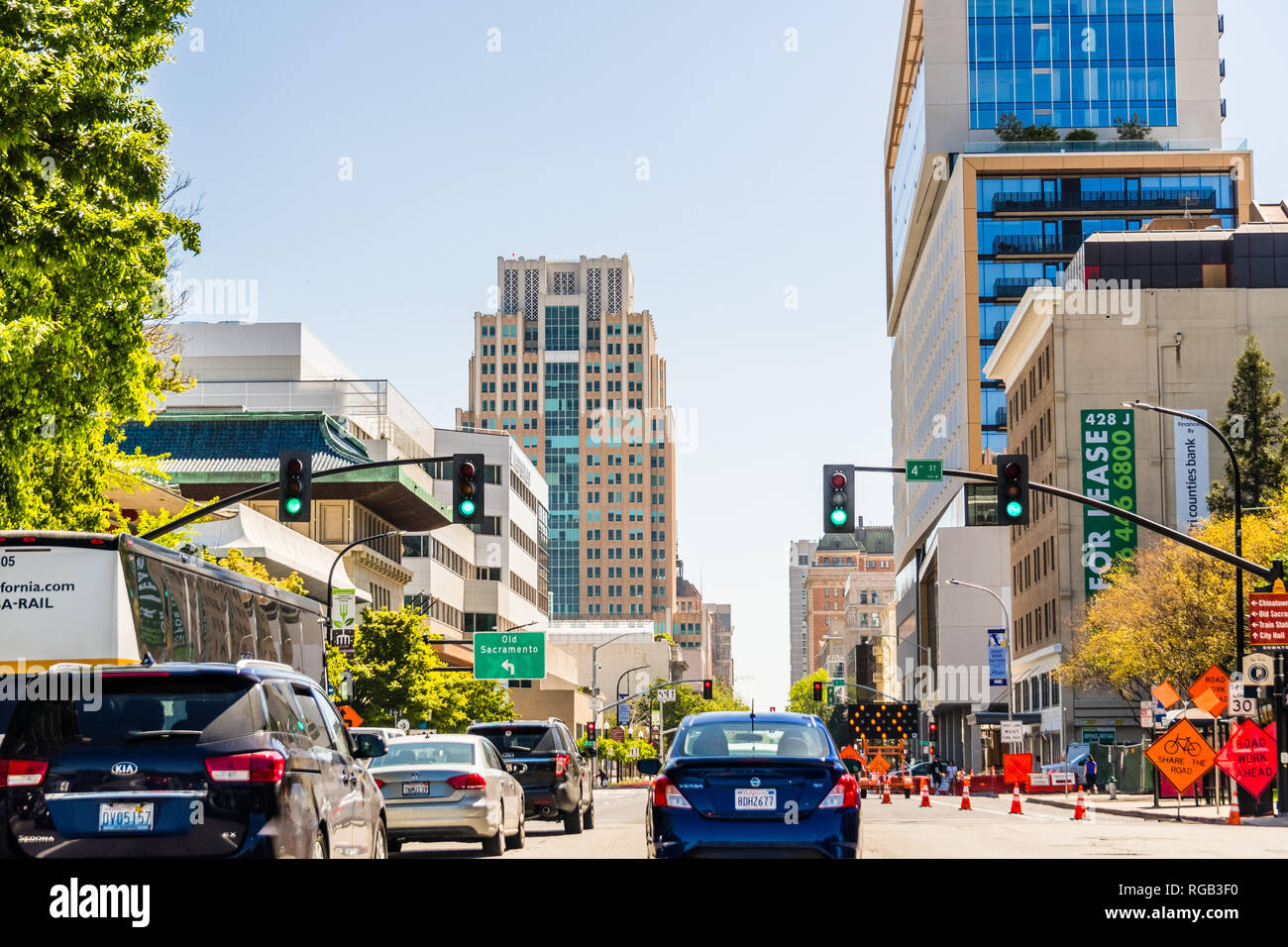 April 14, 2018 Sacramento / CA / USA - Driving through the downtown area on a busy day - Stock Image