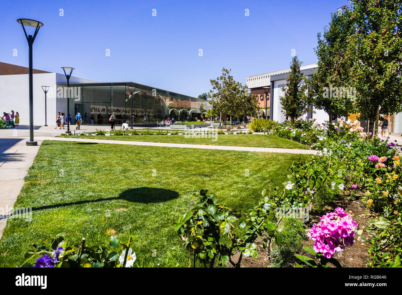 August 2, 2018 Palo Alto / CA / USA - Beautiful landscaping at the upscale, open air Stanford shopping center; the Apple and Macy's stores visible in  - Stock Image
