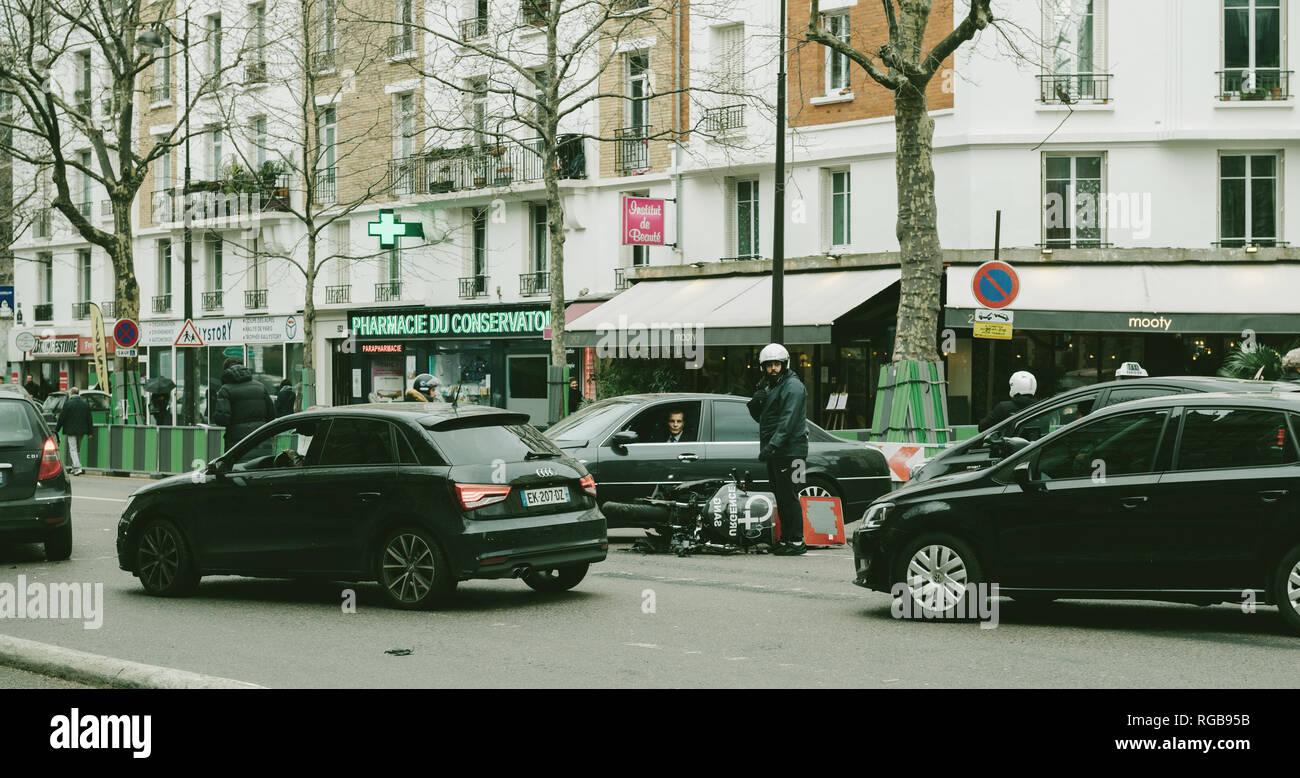 elegancija slavlje propast  Road Traffic Paris Highway High Resolution Stock Photography and Images -  Alamy