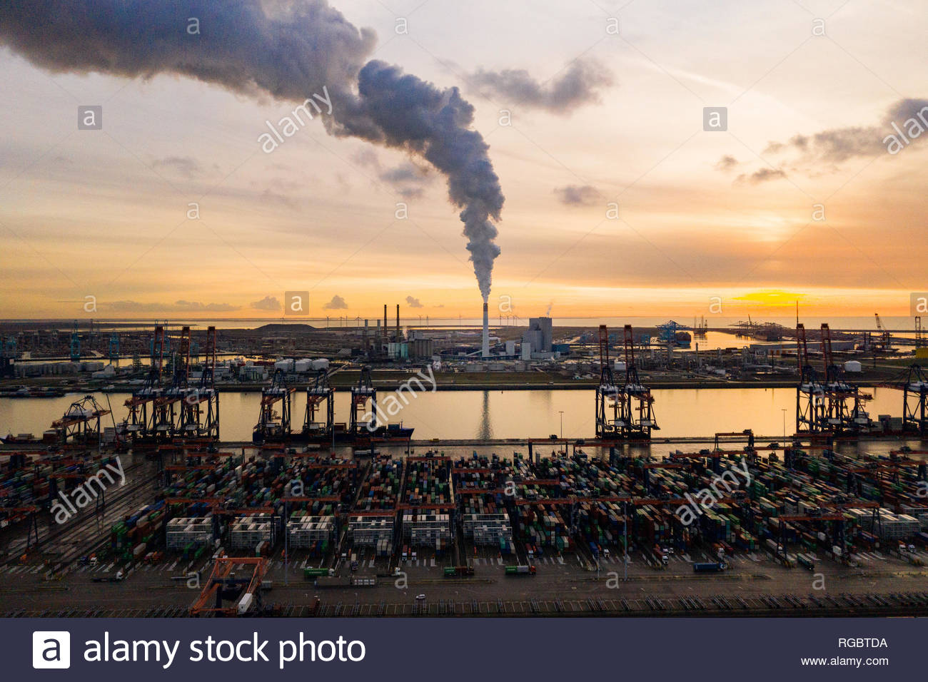 Coal power station on the Maasvlakte in Rotterdam, the Netherlands with in the foreground transfer area for sea containers - Stock Image