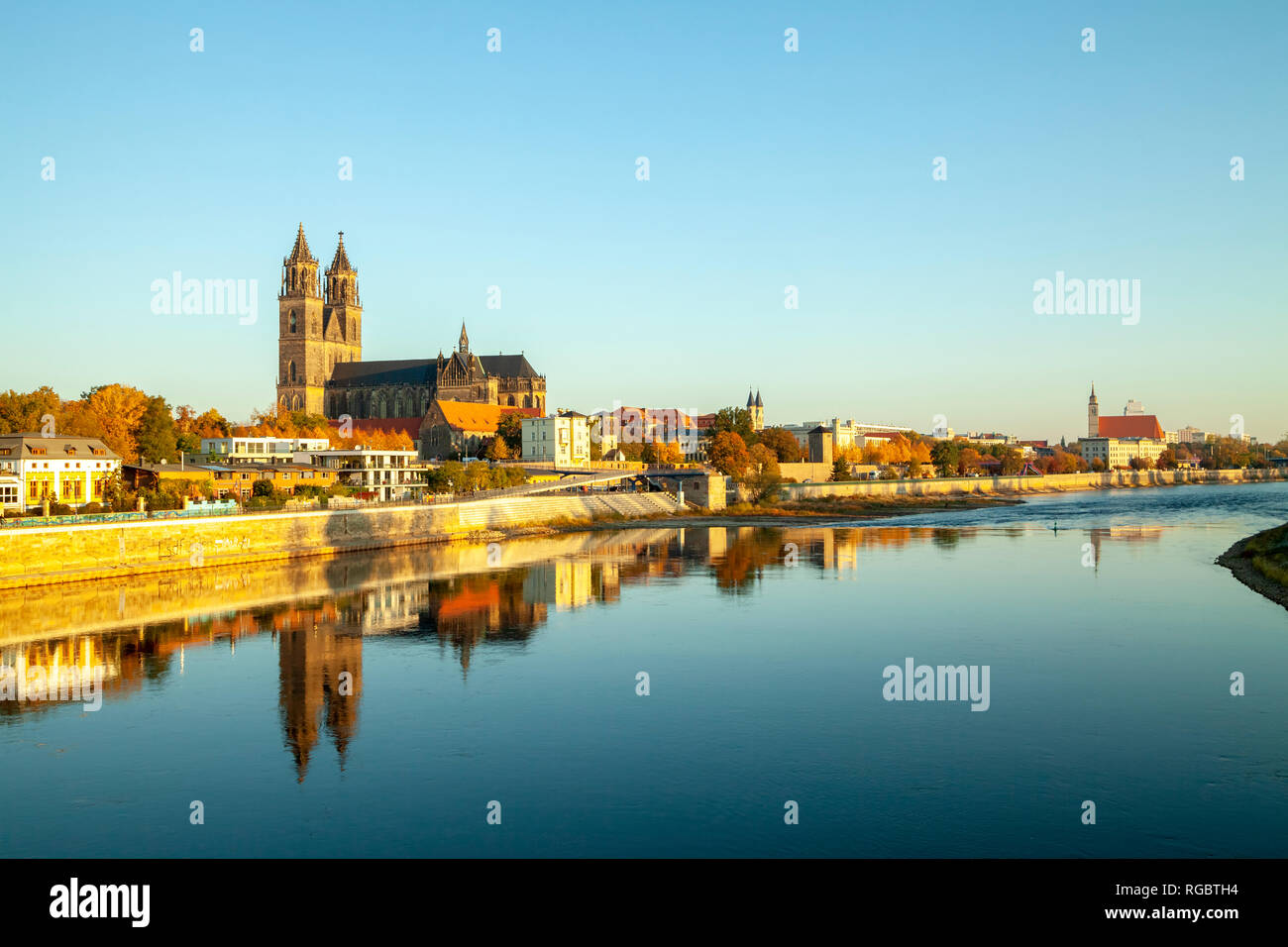 Germany, Saxony-Anhalt, Magdeburg, Cathedral of Magdeburg and Elbe river - Stock Image
