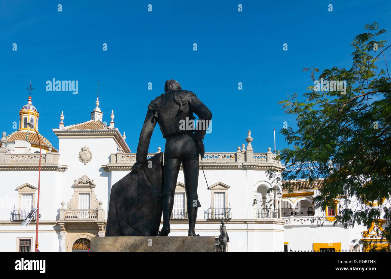 Bullfighter statue of Manolo Vazquez across from the Seville bullring - Stock Image