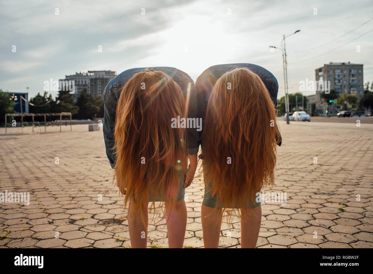 Redheaded twins in the city, headbangen - Stock Image
