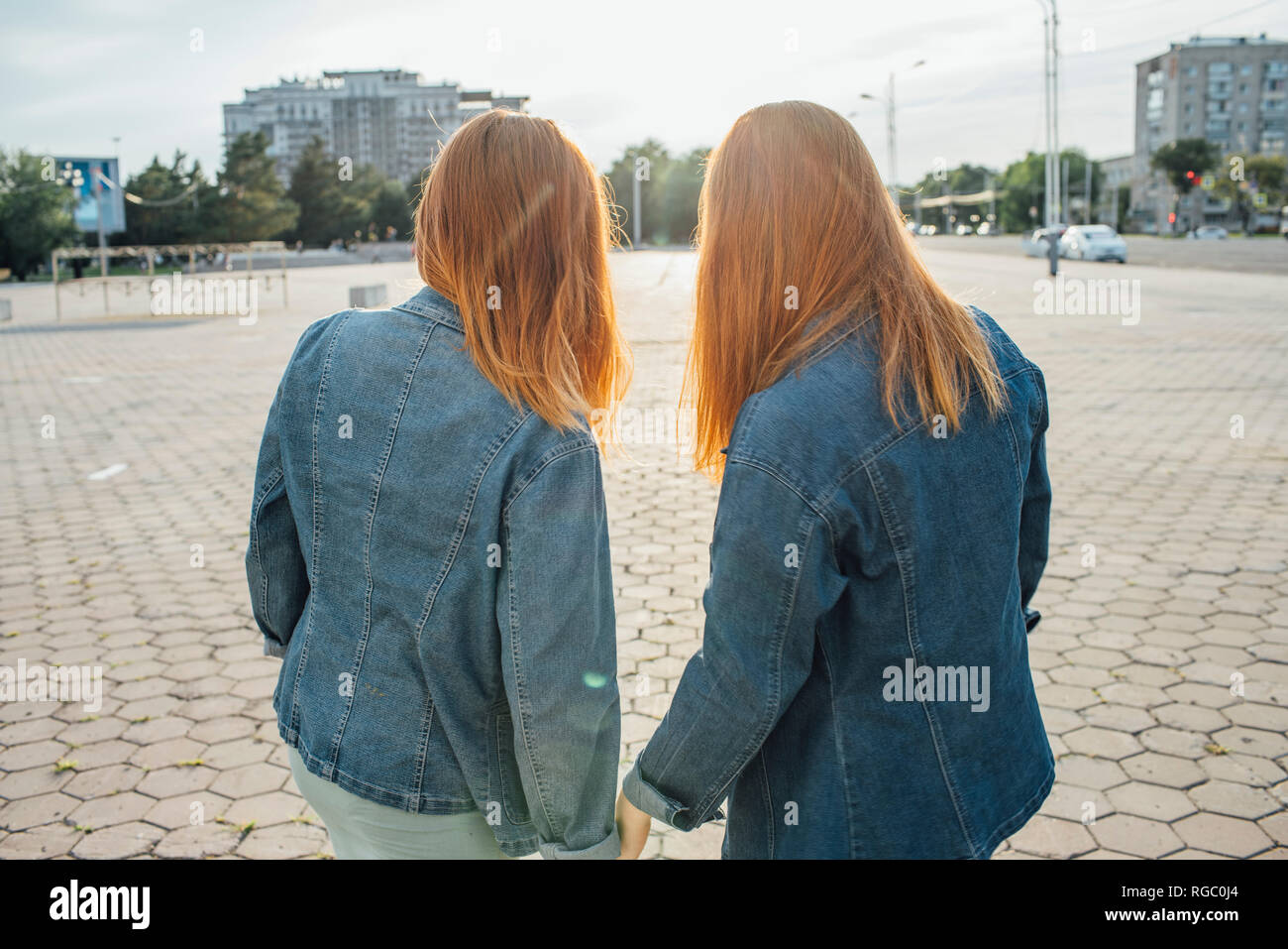 Redheaded twins in the city - Stock Image