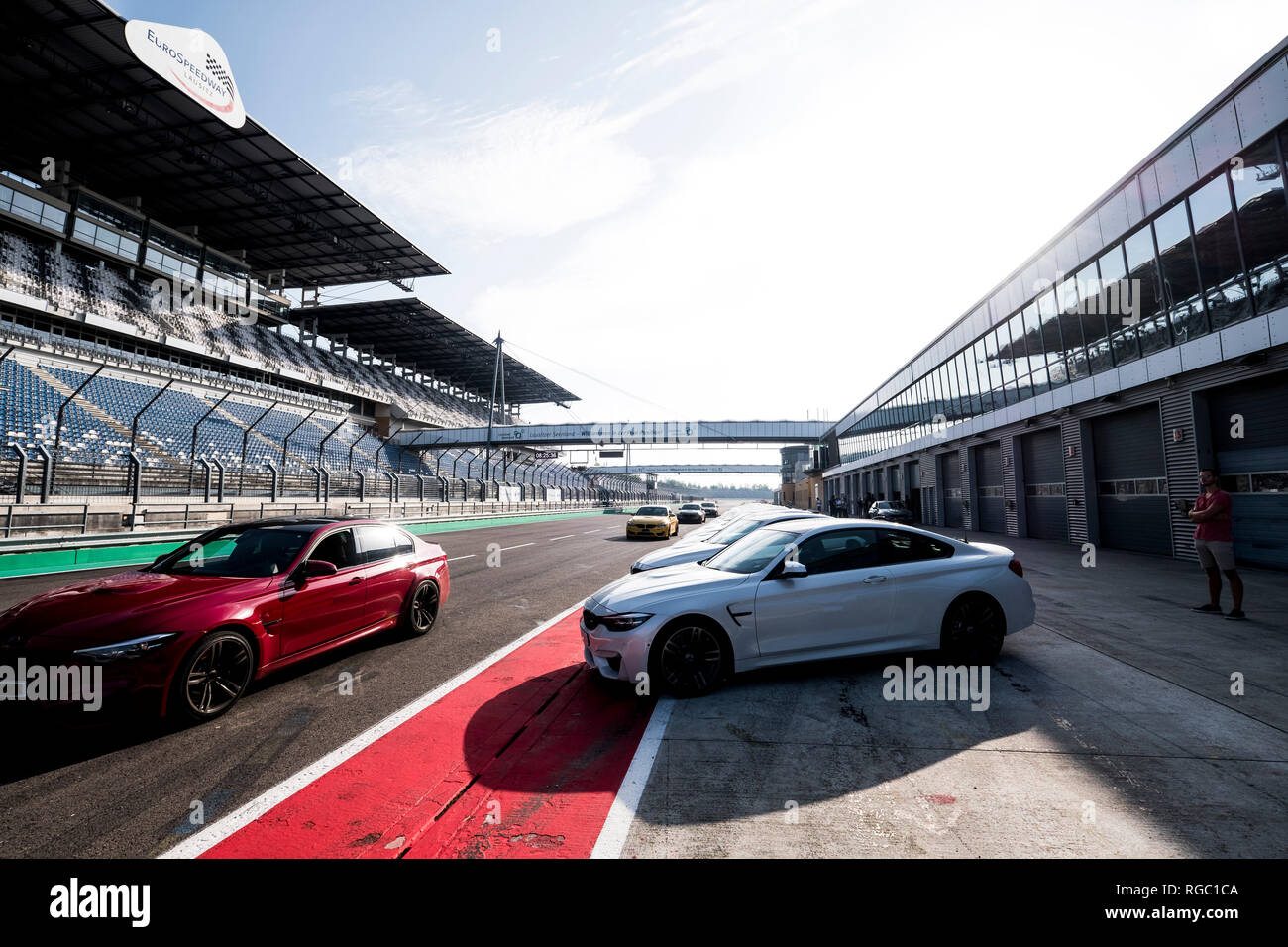 Cars and man on racetrack - Stock Image