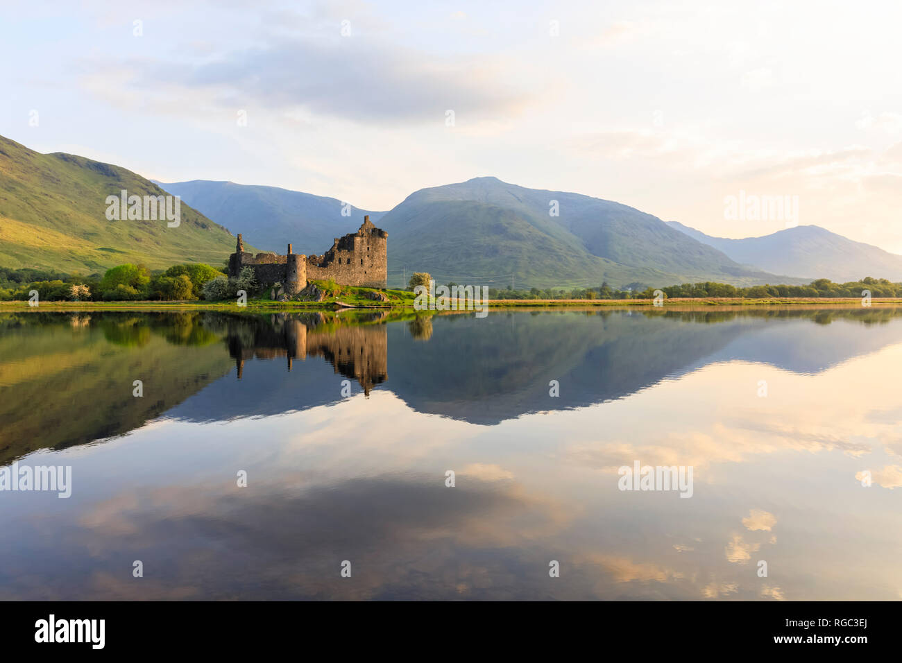 Great Britain, Scotland, Scottish Highlands, Argyll and Bute, Loch Awe, Castle Ruin Kilchurn Castle - Stock Image