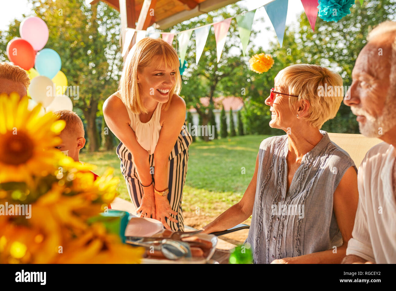 Happy extended family having a garden party - Stock Image
