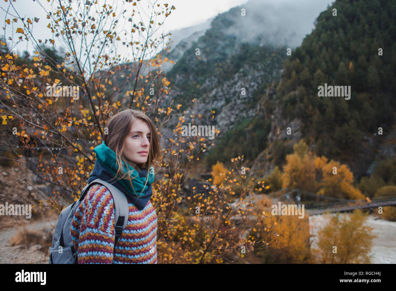Spain, young woman hiking in Ordesa National Park - Stock Image