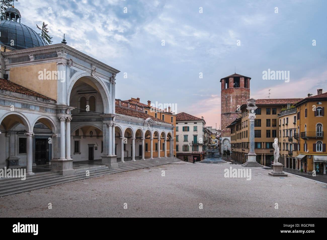 Italy, Friuli-Venezia Giulia, Udine, Piazza Liberta and Loggia di San Giovanni at dusk - Stock Image